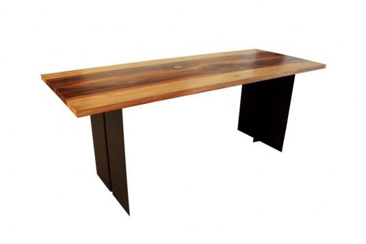 Table haute piétement en acier