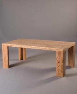 Table basse en cyprès moucheté