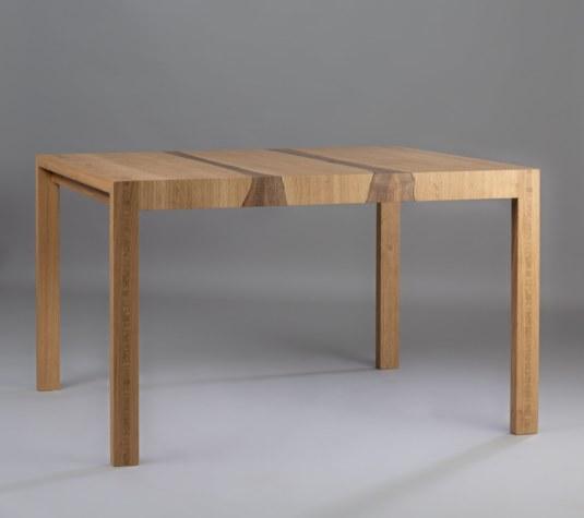 Table à allonges, placage de chêne et noyer